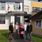 Jussara Bayer, Nereu do Vale Pereira, Dra. Graça Castanho, Joi Cletison e Francisco do Vale Pereira em frente ao NEA / UFSC